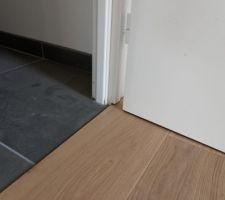Finition bâtis de porte, pas de barre de seuil, joint silicone plus tard