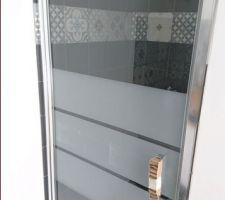 Faïence SDE posée et porte de douche également.
