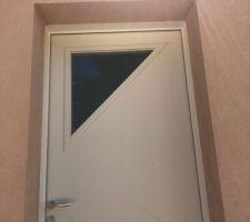 Éclairage extérieur au dessus de la porte d?entrée