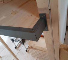 Mise en place de la structure métallique supportant la dalle bois de la mezzanine