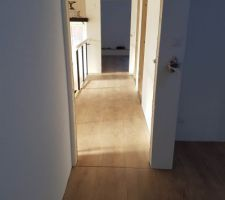 Pose du parquet dans le couloir