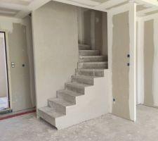 Finition plâtre de l'escalier