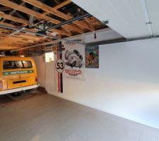Garage avec déco.