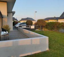 Peinture gris cendre des murets autour de la terrasse