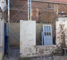 Démontage des murs extérieurs de l'extension ...