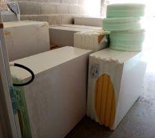 Livraison de l isolant pour le sol et des tuyaux pour le chauffage au sol et des accessoires.