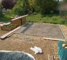 Dalle de la future cabane de jardin en train de sécher