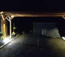 Entrée maison vue de nuit
