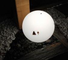 Boule vue de nuit avec pétale d ardoise