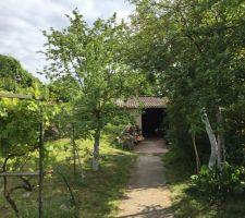 Les garages cachés dans la végétation