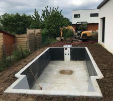 Piscine - Jour 5 (remplacement cage drainage eaux pluviales, nivelage des terres)