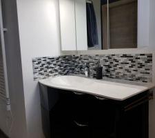 Crédence adhésive lavabo