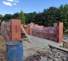 Élévation des murs depuis l'ouest, vue sur le futur garage