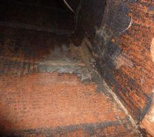 Cheminé démolition conduit vu intérieur sur les joints