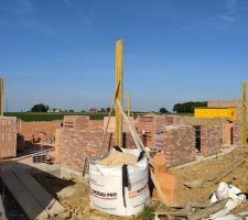Prorotherm + briques Vandersanden moulées main Mur sud, entrée et garage