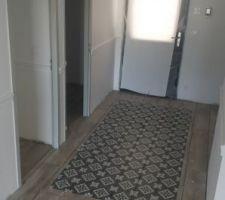 Tapis imitation carreaux de ciment dans l'entrée