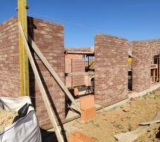 Prorotherm + briques Vandersanden moulées main Entrée, mur sud