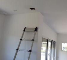 Ça c'était après (en pleine réunion chantier : après le dégât des eaux et après que le plombier appelé en urgence ait défoncé le plafond pour limiter les dégâts)
