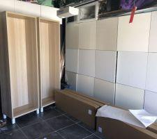 En construisant les meubles dans le garage j?ai eu comme un air de déjà vu.,,, à côté en blanc lol