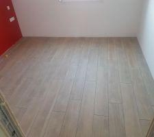 Le carrelage de notre chambre - imitation bois