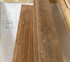 Revoilà les poutres de la charpente ! On va s'en servir pour créer une petite mezzanine dans la chambre du rdc, et mettre à profit notre belle hauteur sous plafond.