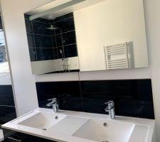 Faience de la salle de bain en cours de finition
