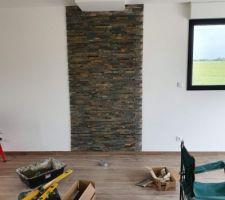 Les pierres qui protégeront le mur quand le poêle sera installé