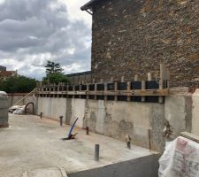 Coulage d'une poutre béton pour surélévation du mur