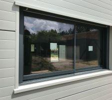 Fenêtre coulissantes de 2 mètres x0,95.