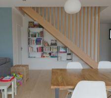Vue escalier / bibliothèque (en emplacement futur poêle)