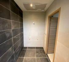 Erreur de joints dans la salle de bain parentale... Inversion des joints blancs et gris!...