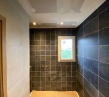 Eclairage spots salle de bain parentale