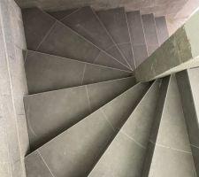 Problème d'alignement des joints dans l'escalier carrelé