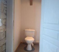 Le wc de la grange en toute simplicité et plus  intime