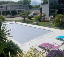 Photo de la piscine et d'une partie de la maison