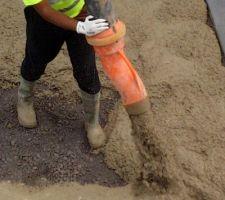 Travaux en cours pour revêtement en béton lavé