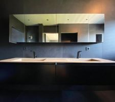Installation des robinets pour la vasque