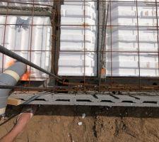 Plancher RDC -Poutrelle en béton armé -Entrevous hourdis polystyrène UP23 (R=4) -Dalle de compression 17cm > 4cm (niveau hourdis) -Ferraillage pour dalle béton armé  Viendrons après sur la dalle après le HE/HA 7cm polyuréthane projeté R=2.55 5cm chape de finition.
