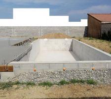 Terrasse qui va directement dans la piscine