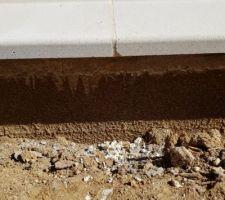 Appui fenêtre cassé, ne voulant pas de rustine, j'attends le remplacement par 'entreprise de maçonnerie.