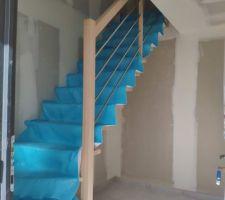 Sayet l'escalier est en place