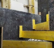 Coffrage escalier 2/4 tournant en béton