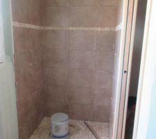 Et voilà la douche à l'italienne est presque finie! Le travail est vraiment au top et le résultat juste super!