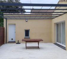 Pose la pergola sur notre terrasse :)