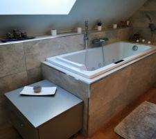 Salle de bain avec balnéo dans les combles
