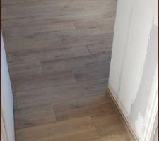Carrelage imitation parquet bois chambre du bas
