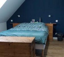 Quelques jours après le déménagement, on aménage l'espace avec nos anciens meubles le temps de choisir et commander les nouveaux.