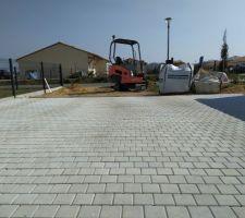 Début de chantier, fouille fondations portail Allée de garage en pavé 12x12x6 (en cours)