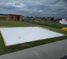 Polystyrène extrudée 40mm sur lit de sable pour la plateforme piscine