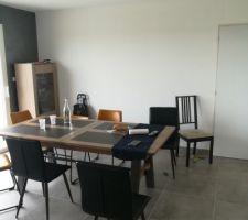Salle à manger avec table chene/céramique et vitrine